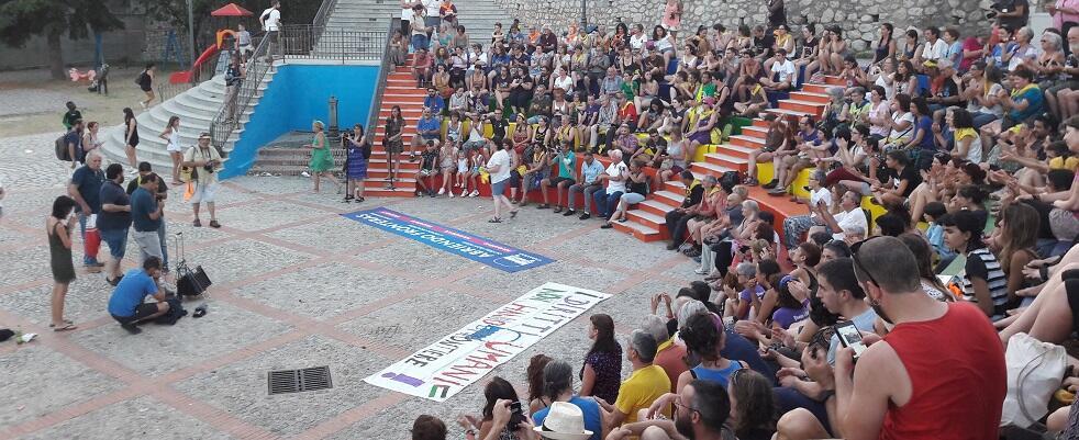 """In 250 dalla Spagna per sostenere Lucano e per gridare: """"Riace sarà la tomba del fascismo"""" – video"""