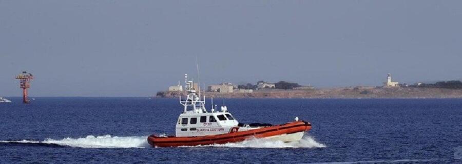 Migranti, la Guardia Costiera di Roccella individua due imbarcazioni al largo di Brancaleone