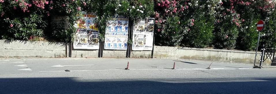 Paletti stradali al sottopasso ferroviario di Caulonia marina? A quanto pare non sono graditi