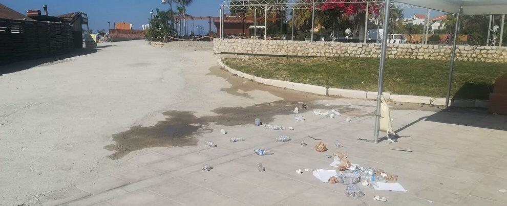 Lettore segnala l'inciviltà di chi abbandona i rifiuti sul lungomare di Caulonia – video