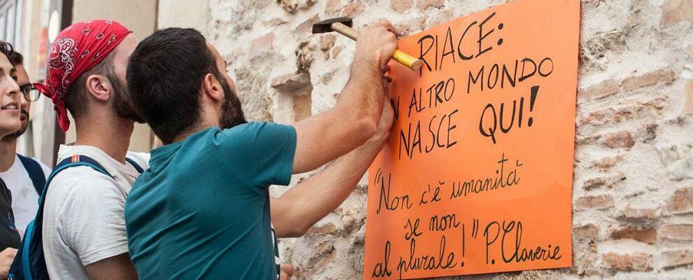 """La risposta di Riace ai """"messaggi"""" di Salvini"""
