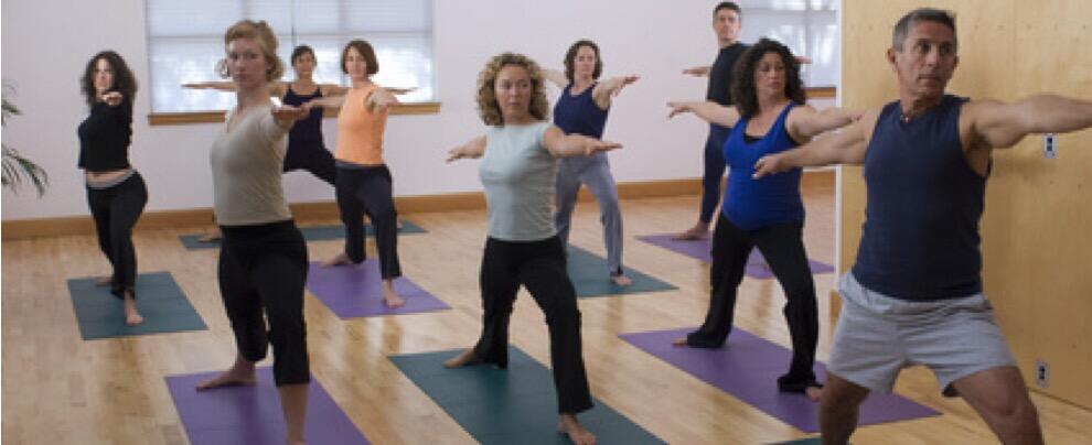 """La politica """"stressa"""": i deputati m5s chiedono gruppi yoga in Parlamento"""