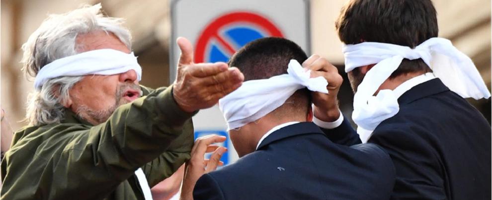 Poveri Cinque Stelle, nati rivoluzionari e finiti a fare gli uscieri di Salvini