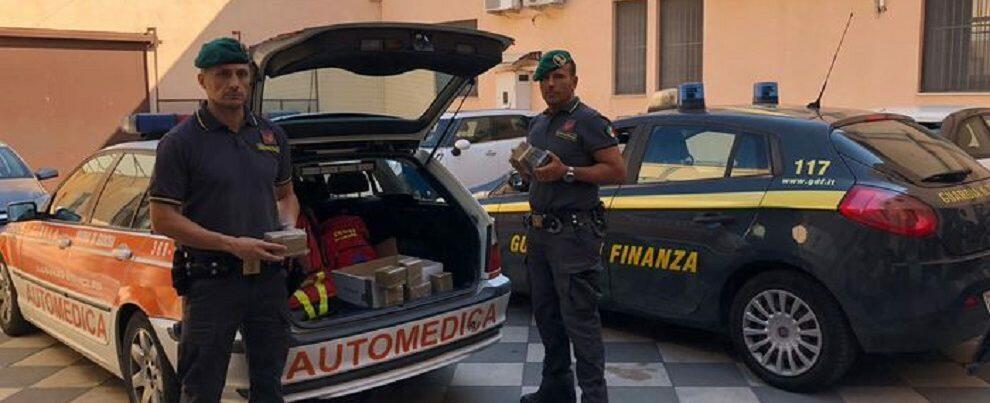 In viaggio con 10kg di hashish su un'auto medica di Marina di Gioiosa, coppia finisce in manette