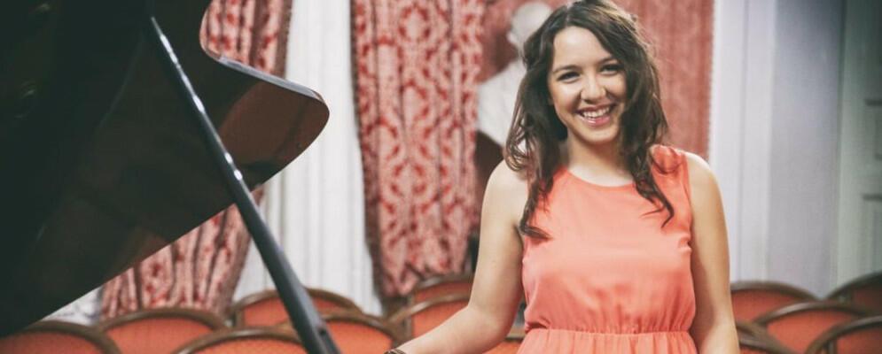 La cauloniese Ilenia Mazzà premiata a Casa Sanremo come giovane cantautrice emergente