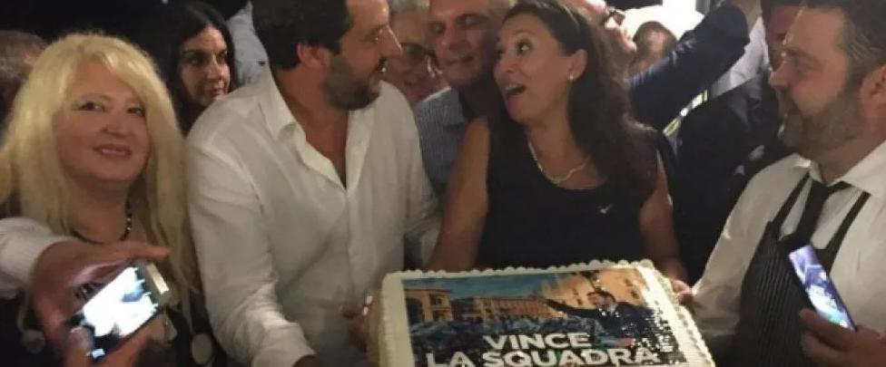Genova, nella notte della tragedia Salvini festeggia coi leghisti di Messina