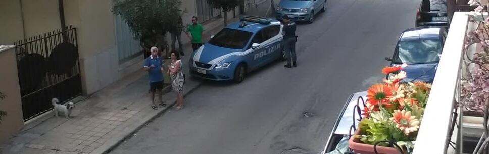 Siderno: grida dal balcone che lo stanno ammazzando, interviene la polizia