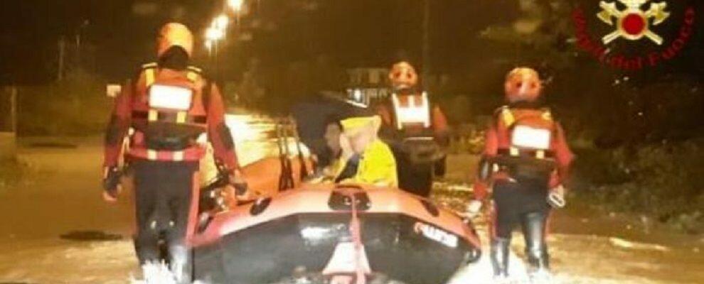 Anziani isolati a causa del maltempo salvati dai Vigili del fuoco
