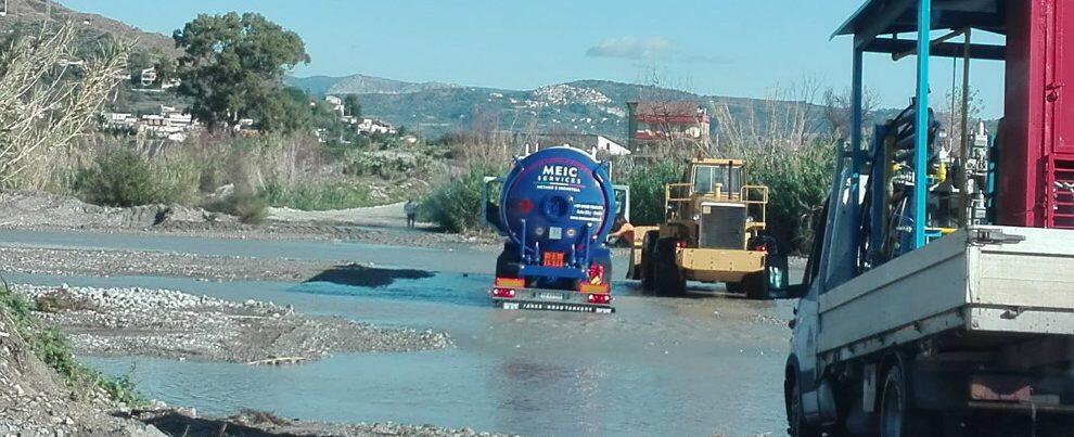 Torrente Allaro, un altro camion bloccato dall'acqua