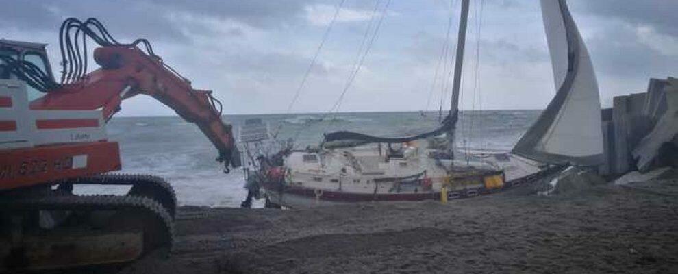 Imbarcazione si schianta nel catanzarese, si ricercano eventuali dispersi