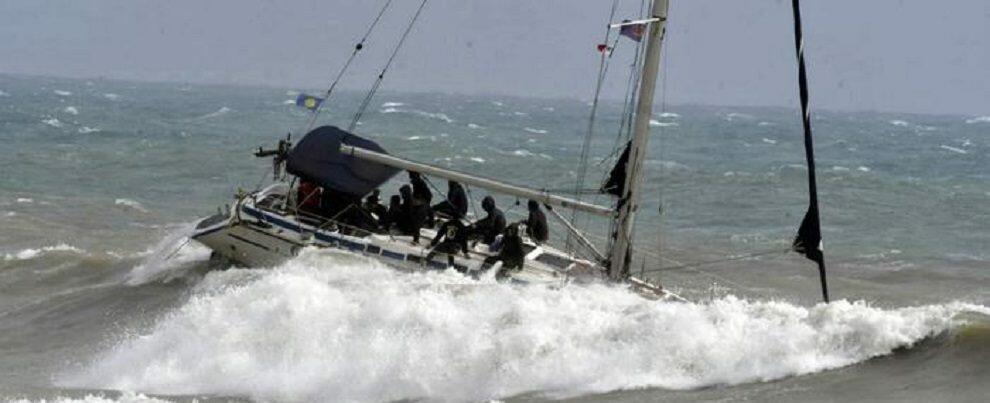 Operazione in corso della Guardia Costiera per soccorrere una imbarcazione con 75 migranti
