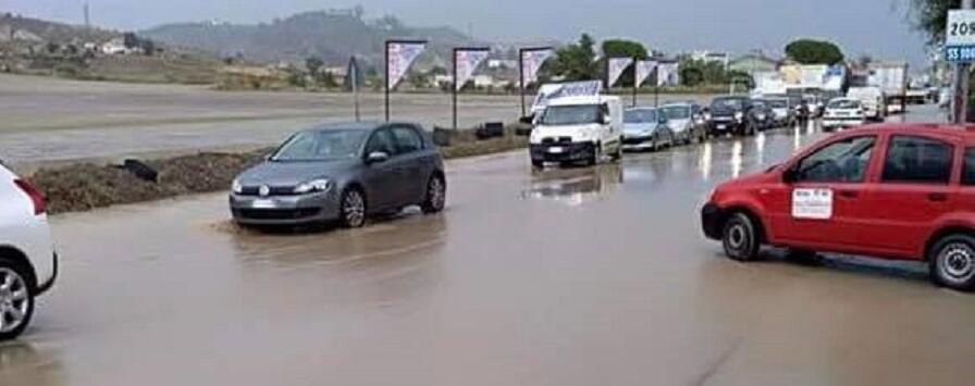 Problemi alla circolazione sulla ss.106 a causa delle piogge