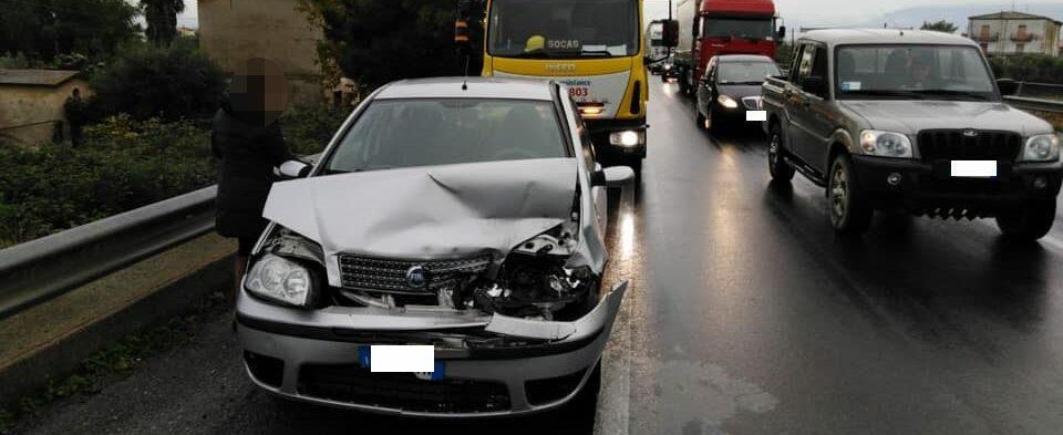 Incidente sulla S.S. 106, interviene il soccorso stradale