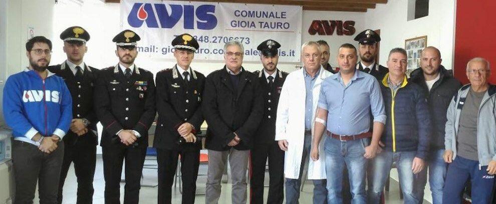 I Carabinieri di Gioia Tauro aderiscono all'iniziativa dell'Avis donando il sangue