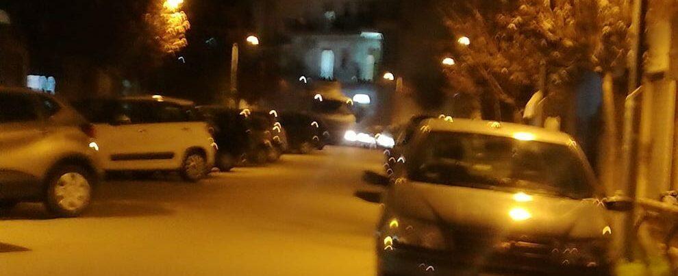 Fotonotizia: Tir rimane bloccato a Caulonia in via Carlo Alberto dalla Chiesa
