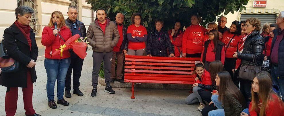 Foto del giorno: anche Gioiosa aderisce alla giornata contro la violenza sulle donne