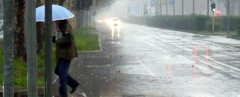 Possibili piogge e temporali domani in Calabria, diramata l'allerta della Protezione Civile