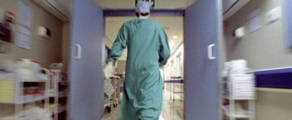 """Infermieri aggrediti: """"Siete qui solo per rubare lo stipendio"""". In sette denunciano il medico che li ha attaccati"""