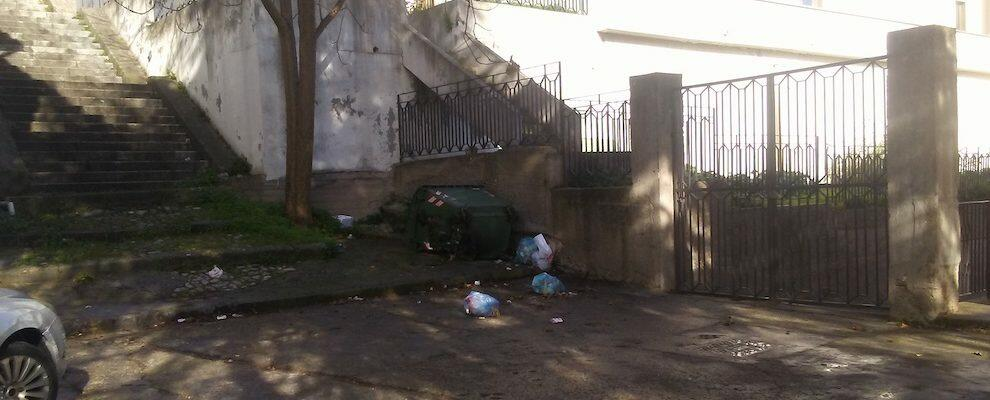 Nova chiede al Sindaco di Caulonia di sostituire il cassonetto dei rifiuti inutilizzabile a Largo Maslinia
