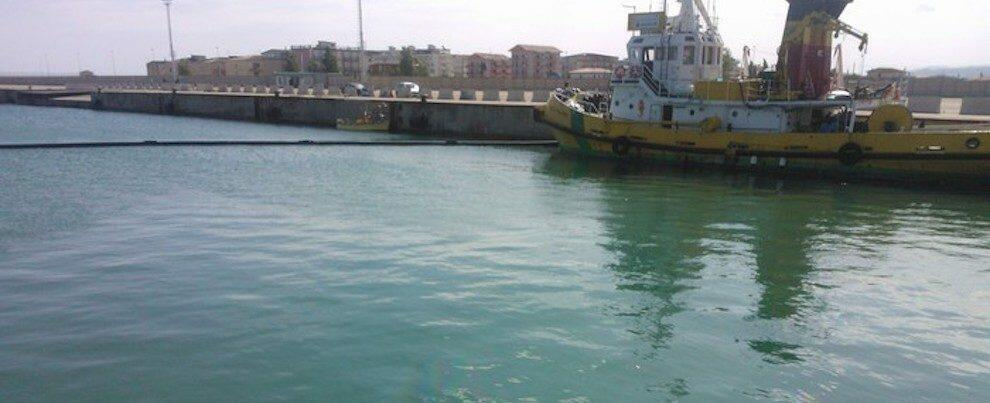Orrore in Calabria: trovato il cadavere di un uomo nelle acque del porto