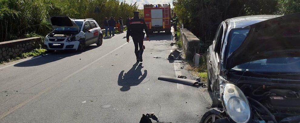 Grave incidente stradale sulla S.S. 106: tre i feriti, uno è grave