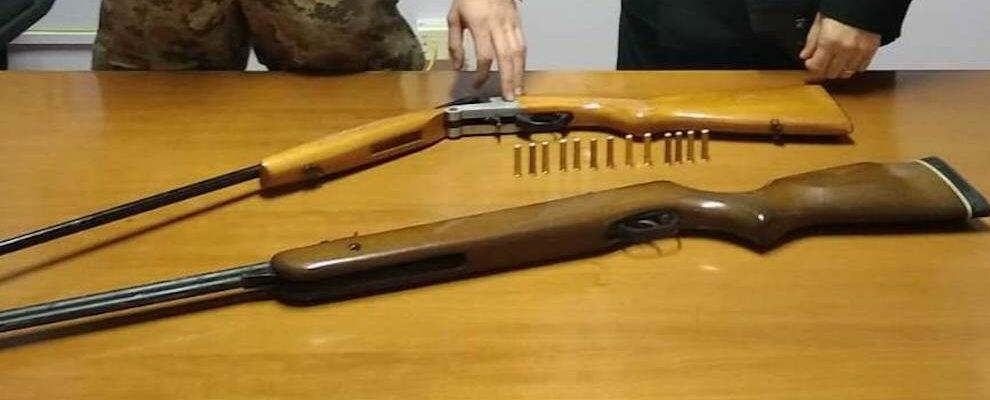Sorpreso con armi e munizioni nascoste in una stalla, 75 enne in manette