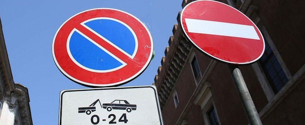 Sorpresi a rubare cartelli stradali, denunciati