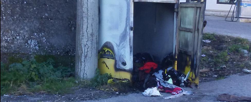 Caulonia, bruciato il centro di raccolta indumenti della Caritas