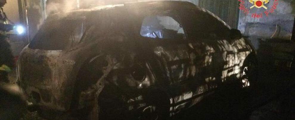 Rinvenuto cadavere carbonizzato all'interno di un'automobile a San Giovanni di Gerace