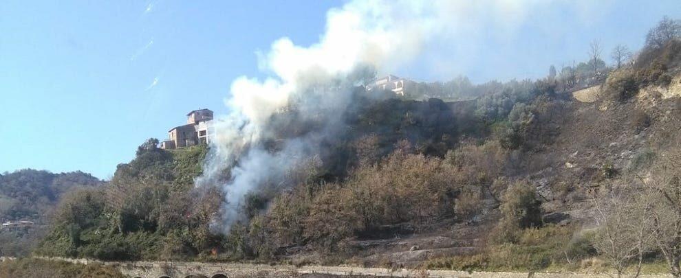 Pericoloso incendio tra Gioiosa Ionica e Grotteria