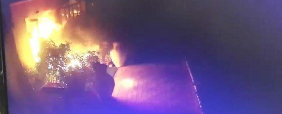 Incendiato un resort nel reggino