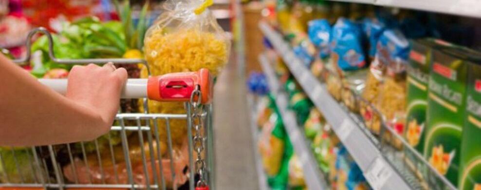 Beccati a rubare in un supermercato, due persone in manette