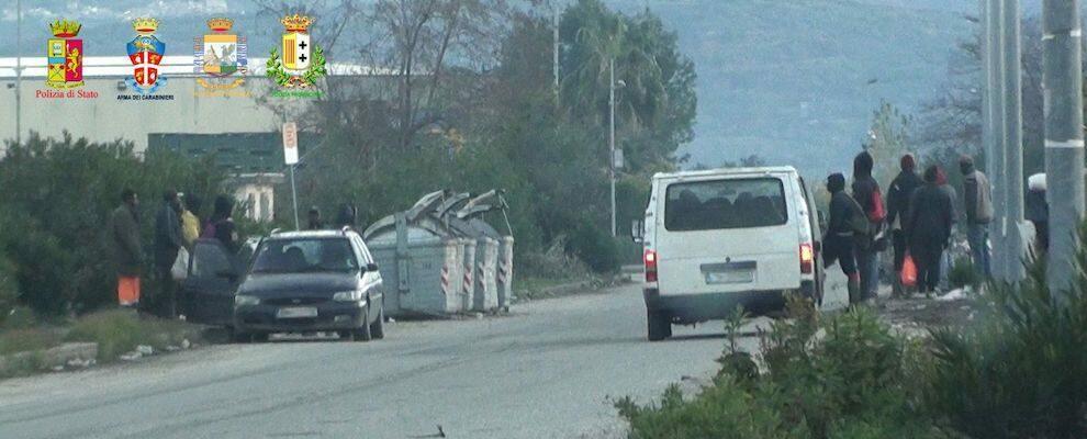 Lavoratori in nero nelle campagne tra la Piana di Gioia Tauro e la fascia Jonica, multe salate per 3 aziende