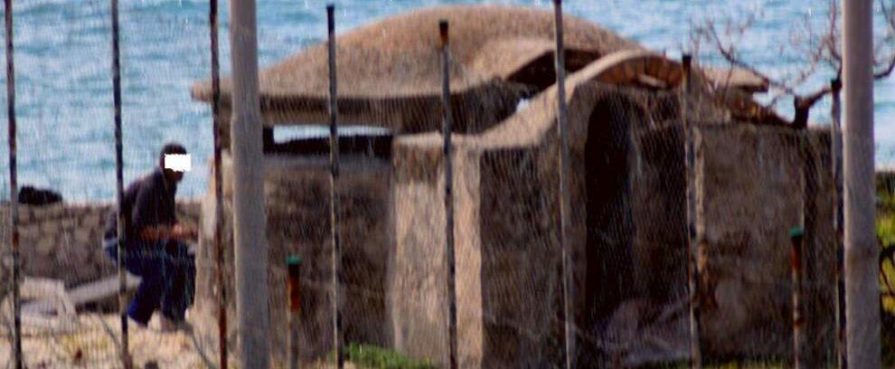 Vandalizzato reperto storico sul lungomare di Caulonia