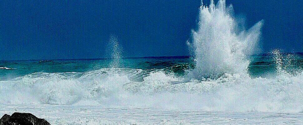 Foto del giorno: scatti suggestivi della mareggiata a Caulonia