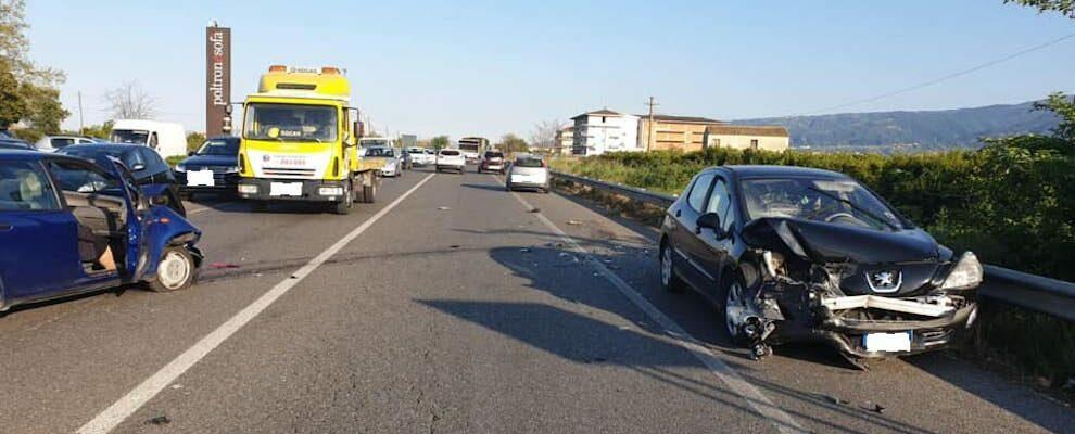 Incidente stradale sulla S.S. 106, tre le auto coinvolte