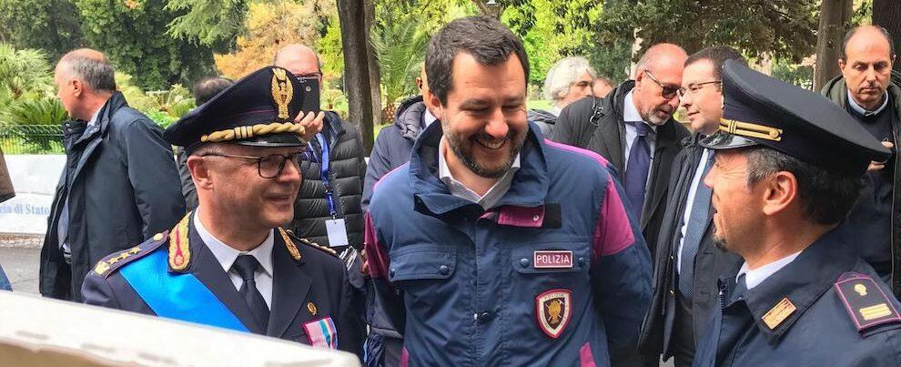 """Salvini: """"La sinistra ha fatto sbarcare i migranti!"""". Ma il ministro dell'Interno è ancora lui…"""