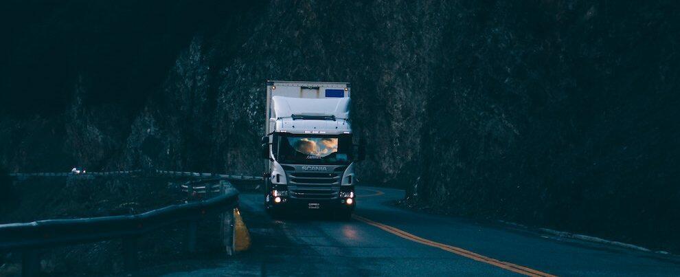 Eroico camionista tenta di liberare la Calabria dai ponti del fascismo