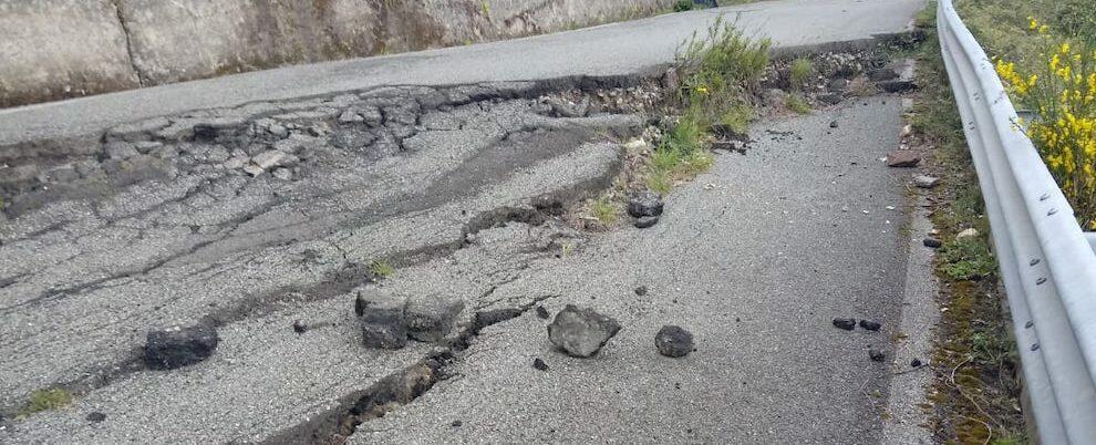 Segnalazione, cede il manto stradale a Campoli di Caulonia