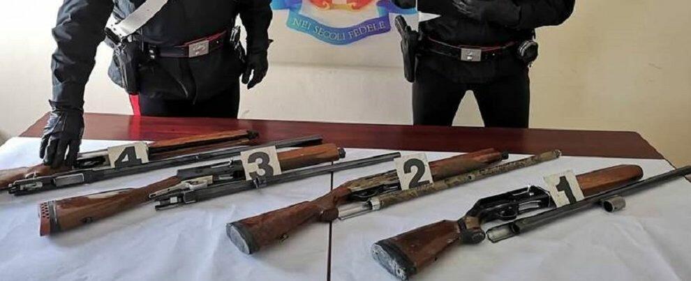 Caulonia marina, sorpreso in auto con fucili rubati: arrestato un roccellese