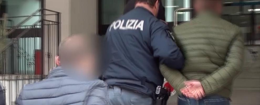 Individuati e arrestati i responsabili di una rapina a mano armata presso un noto supermercato