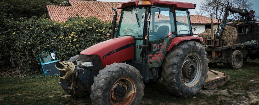 Tragedia a Locri, muore schiacciato dal trattore