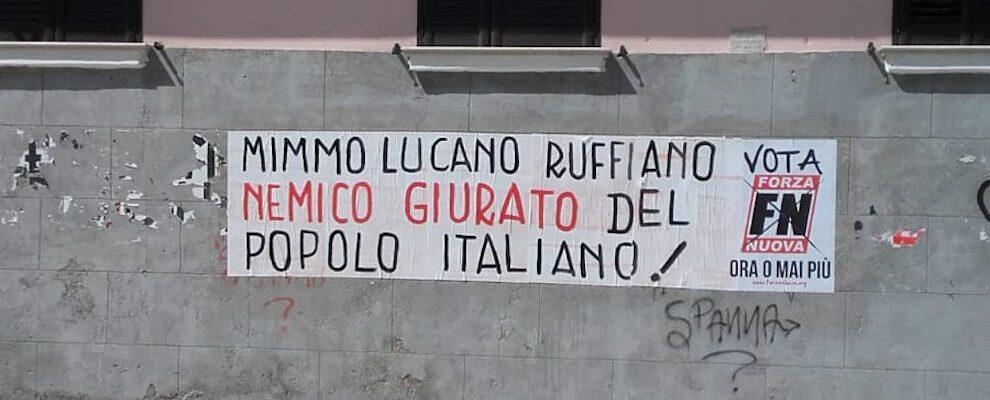 Al tribunale di Crotone striscione contro Lucano. Dove sono digos e pompieri sempre pronti a eliminare quelli contro Salvini?
