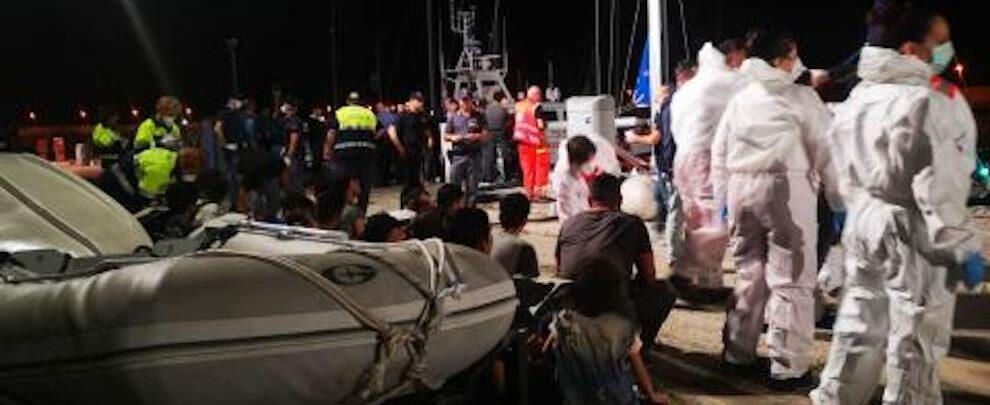 Arrestati i due presunti scafisti dello sbarco di ieri a Roccella