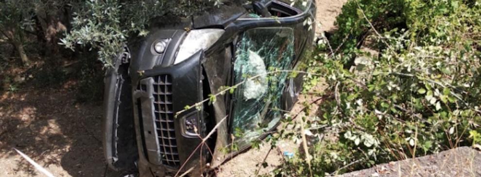 Auto finisce fuori strada a Caulonia: tre ragazzi lievemente feriti