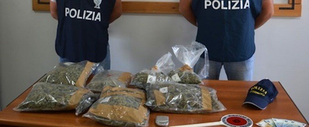 Sorpresi in un garage con oltre 2kg di marijuana, due arresti