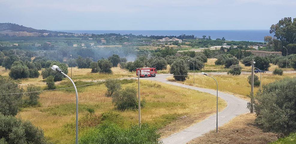 Incendio a Caulonia marina spento dai vigili del fuoco