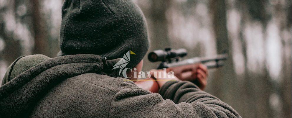 Caulonia, spara al compagno di caccia ferendolo al femore