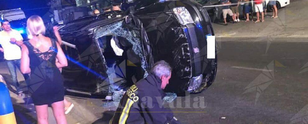 Incidente nella notte sulla S.S. 106, auto si ribalta