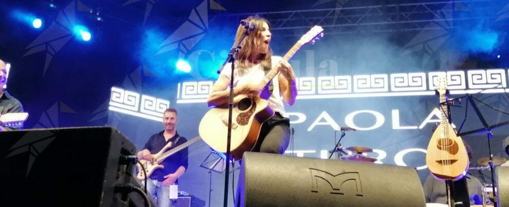 L'esibizione di Paola Turci al Kaulonia Tarantella Festival – video